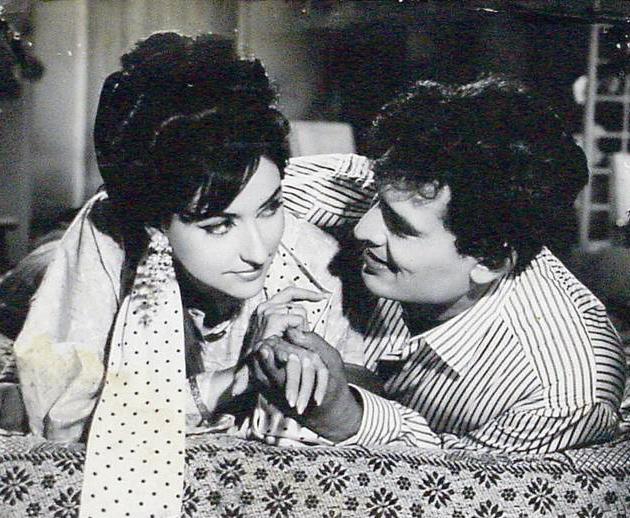 Dev Kumar and Nivedita in Bank Robbery
